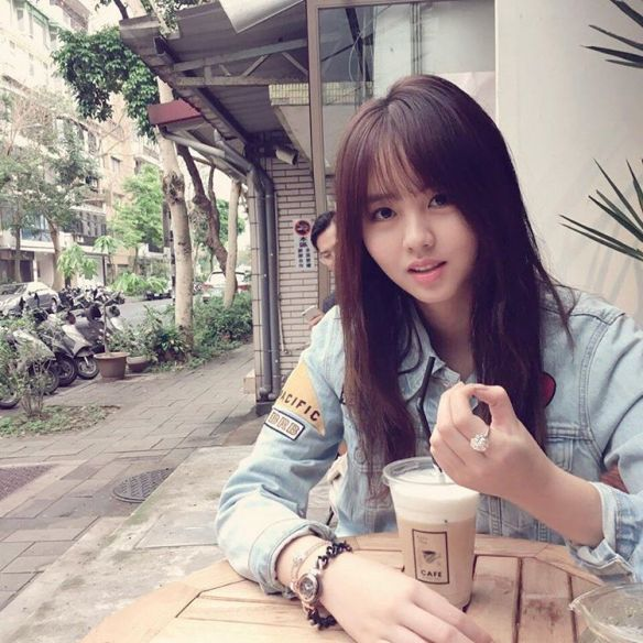1604 Kim So Hyun -  Folli Follie