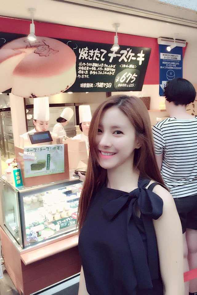 906bbf70f8c Kim So Eun di Jepang