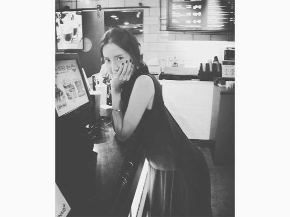 1606 Yoona - Instagram (Coffee Machine)